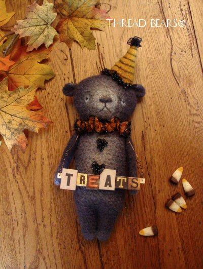 Thread Bears® Fall / Autumn black bear 2